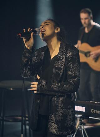 Kaiya Singing Live On Stage
